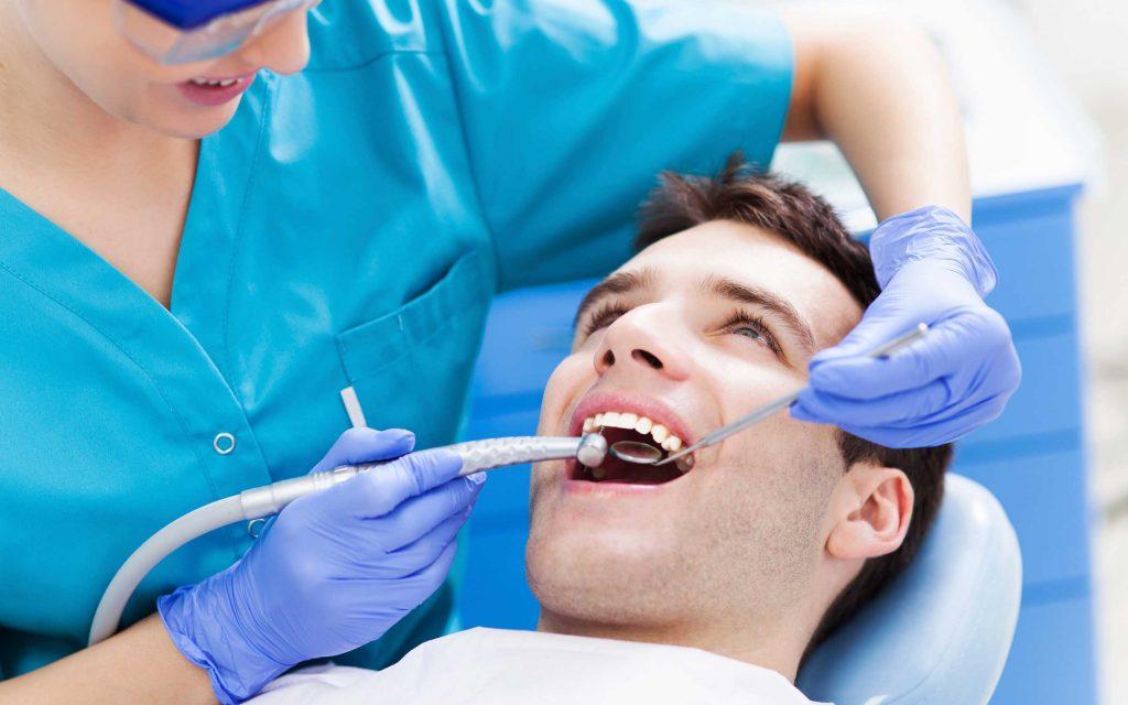 protezavimas-ant-dantu-implantu